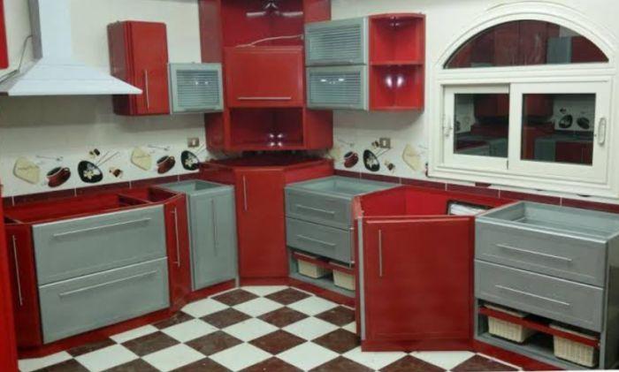 مطبخ الوميتال باللون الاحمر والرمادي