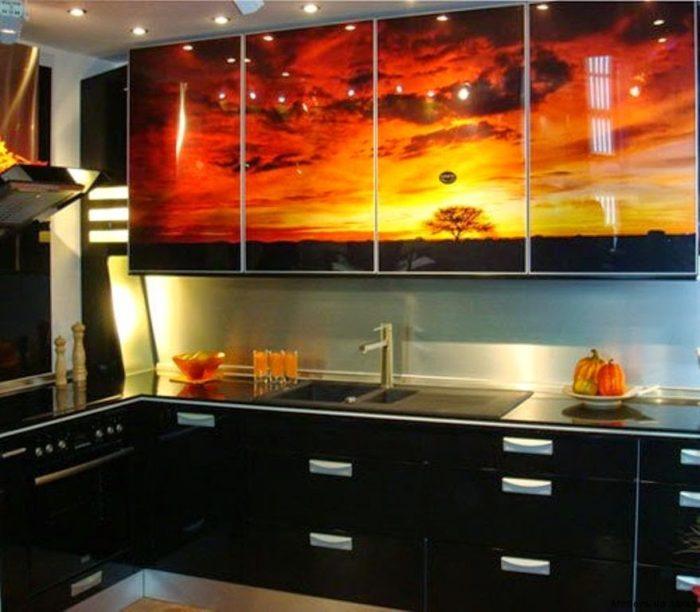مطبخ بتصميم رائع مطبوع عليه رسمة غروب الشمس