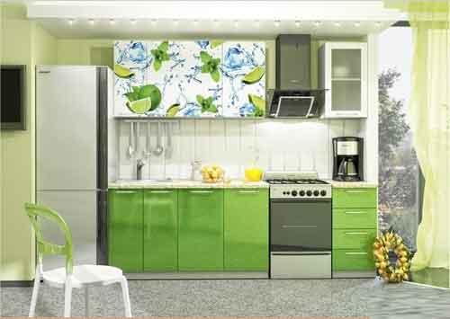 مطبخ تفاحي مكون من طابقين الطابق الاعلى مطبوع عليه رسومات من الليمون المقطع