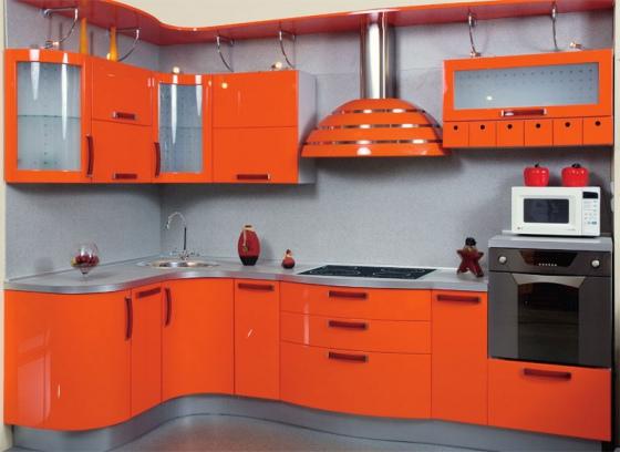 مطبخ جميل جداً بتصميم دائري باللون البرتقالي اللامع