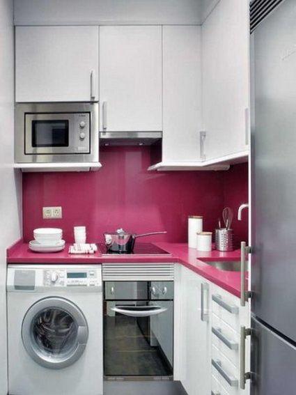 مطبخ صغير جداً باللون الابيض بتصميم مودرن