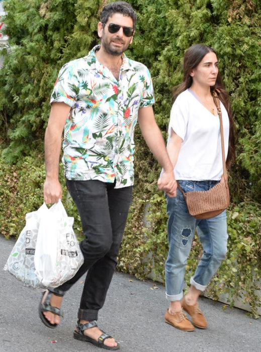 صورة جديدة تجمع بين النجم محمد على نور أوغلو وزوجته