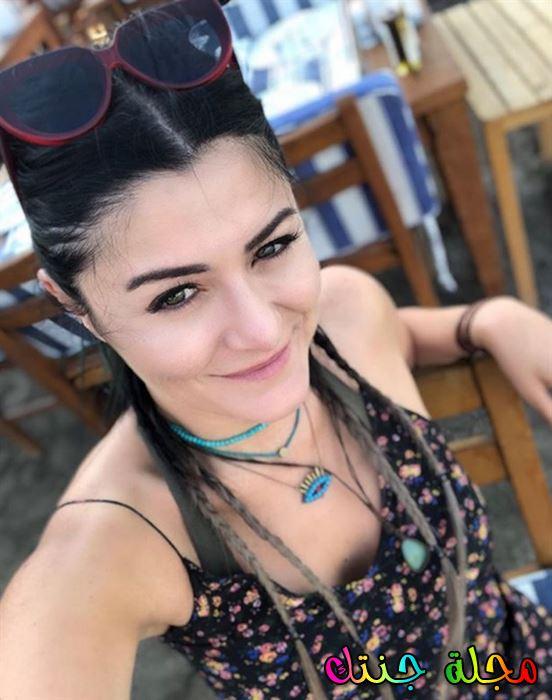 دنيز تشاكر Deniz cakir صور ومعلومات كثيرة عنها