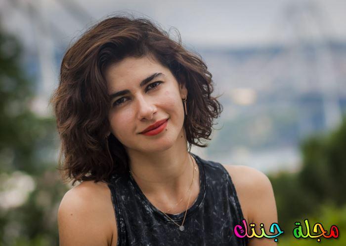 نسرين جوادزاده باطلالة هادئة