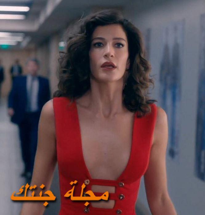 الممثلة التركية بيراك توزوناتاك