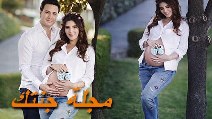 خديجة شنديل وهي حامل في ابنها