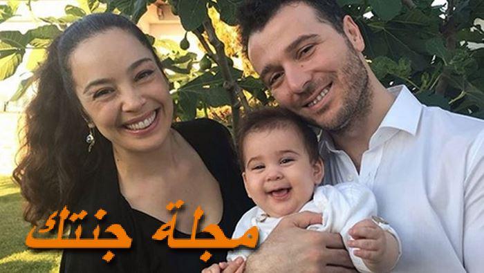 عذراء أكين وزوجها وابنها