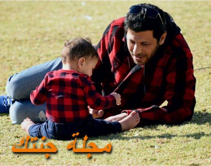 اياد نصار مع ابنه