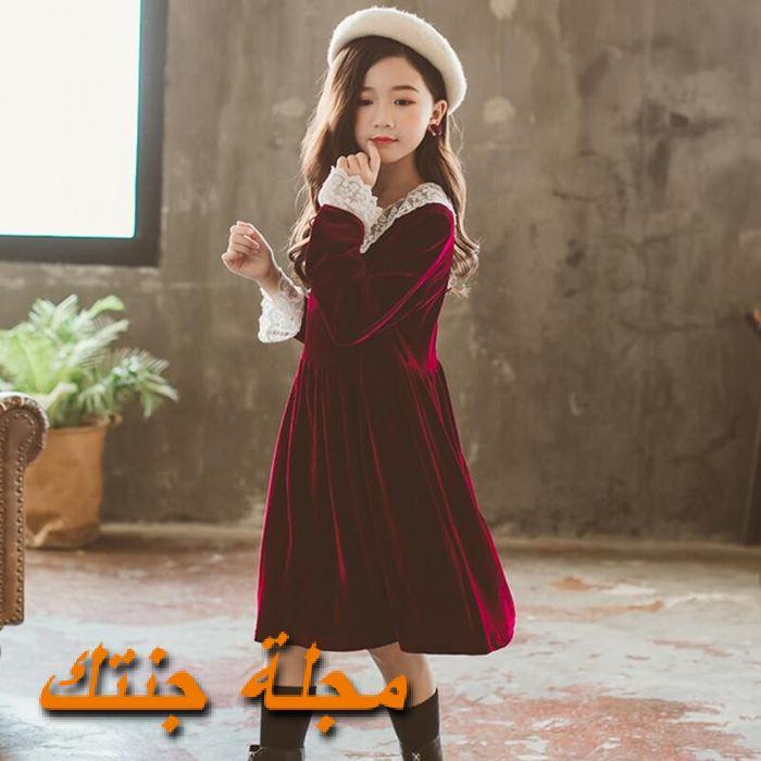 فستان شتوي قطيفة باللون النبيتي