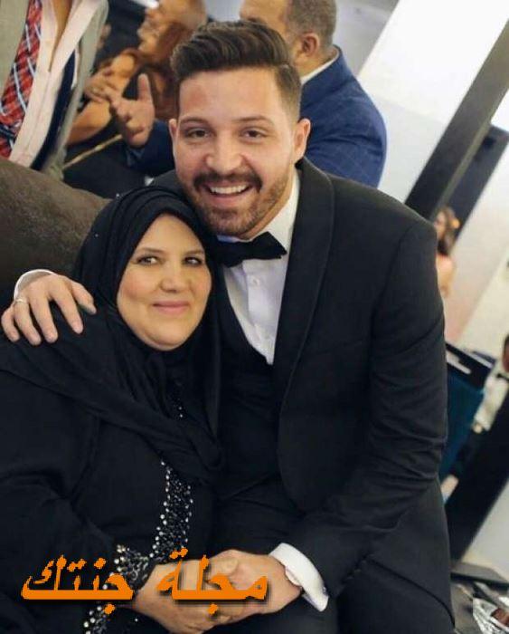 محمود حجازي مع ولدته