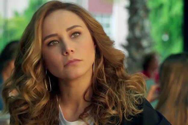 الممثلة التركية بورتشين تيرزي اوغلو