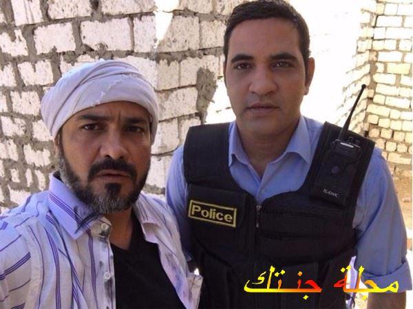 عمرو رجب مع شقيقيه محمد