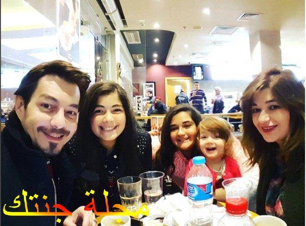 احمد زاهر مع اسرته
