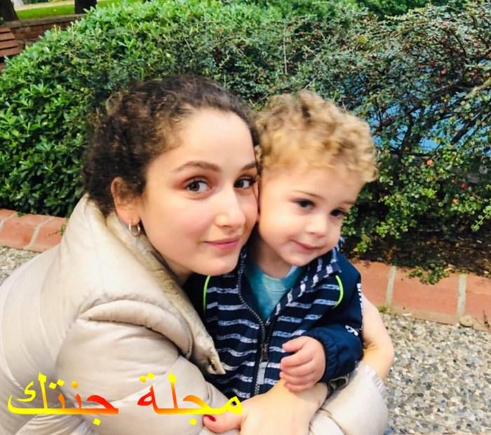 جوكشي اكليدز مع ابنها