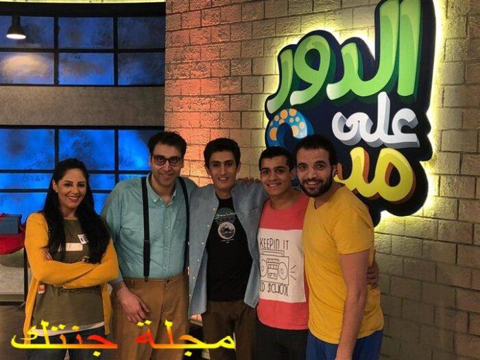 احمد بسيم مع فريق عمل مسرحية الدور علي مين