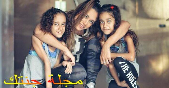 راندا عبد السلام مع بناتها